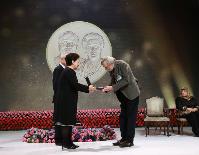 Dr._Gino_Strada_Awarding_of_Medal_and_Plaque_w